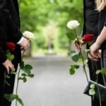 Gdzie, kiedy i jak zgłosić się po odszkodowanie po śmierci osoby bliskiej